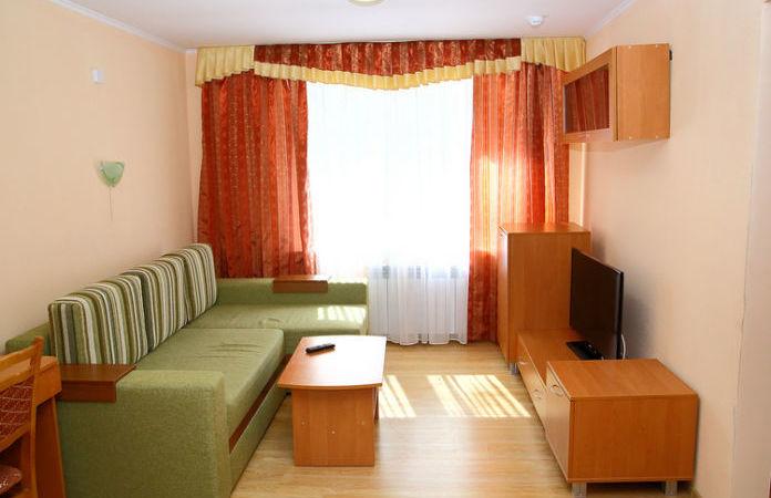 1 korpusas – Dvivietis dviejų kambarių numeris (double comfort)